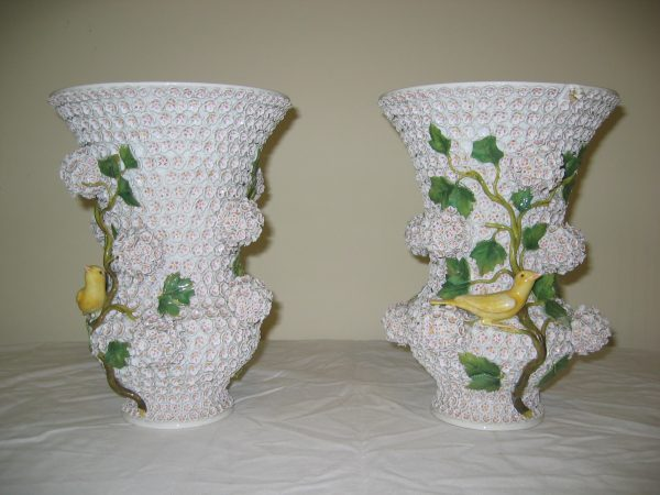 Meissen-Schneeballen-campana-urns