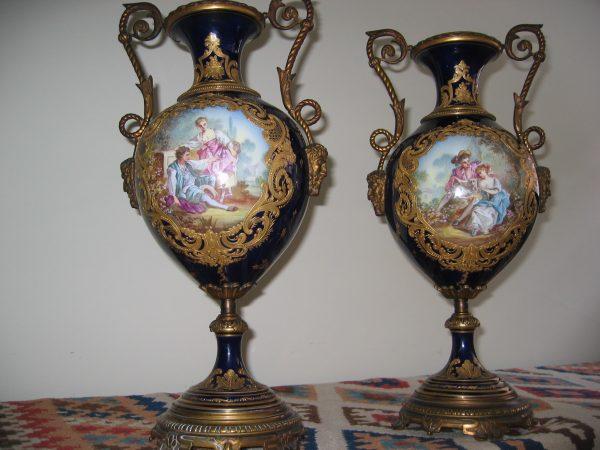 sevres-cobalt-urns